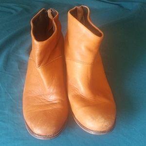 Toms Brown Leather Booties w/ zipup tassel Sz 8.5